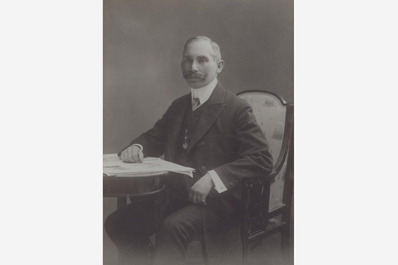 Fekete-fehér fénykép: Kotányi János 1881-es portréja
